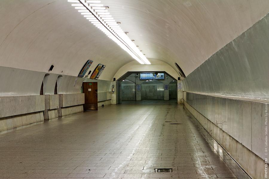 14. Эскалатор, что бы спуститься с платформы станции в переход к Тургеневской.
