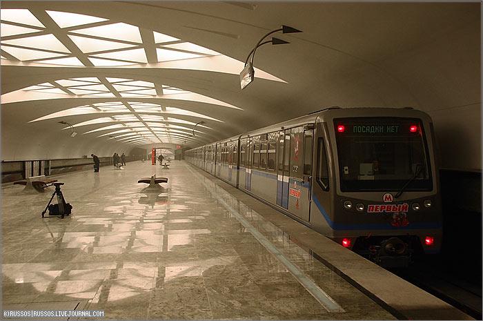 7 января 2008 Около 12:00 первые пассажиры вошли через вестибюль на 175-ю станцию московского метрополитена...