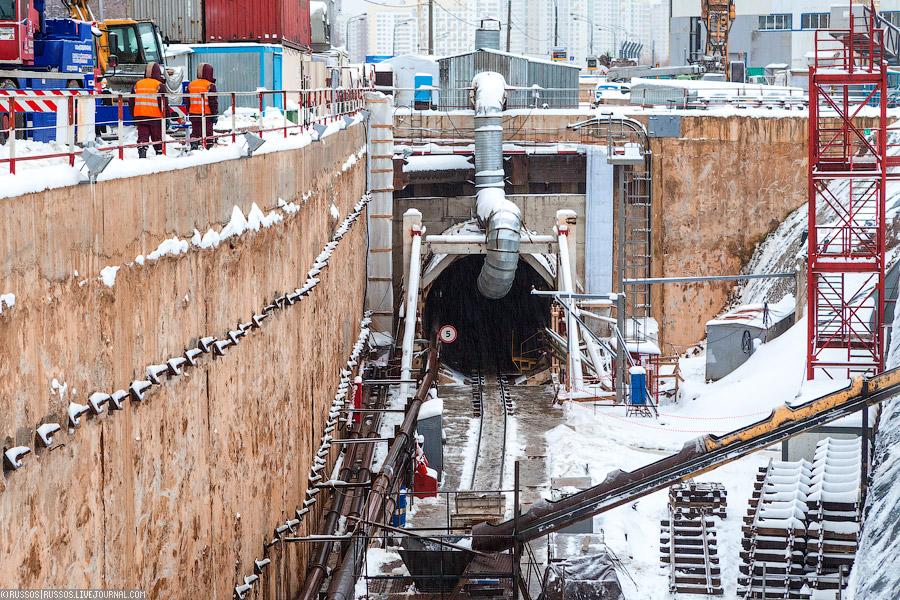 """Протяженность линии  """"Юго-западная """" -  """"Тропарёво """" -  """"Румянцево """" составляет 4,6 км, а стоимость строительства..."""